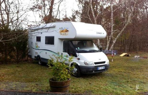 location camping car capucine tours chausson welcome 26 2003 yescapa. Black Bedroom Furniture Sets. Home Design Ideas