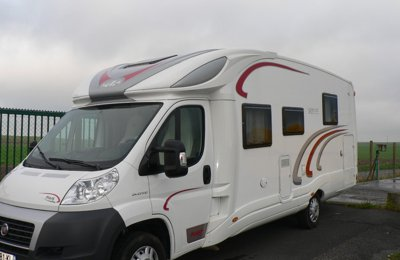 location camping car profil villemandeur chausson all gro 94 2008 yescapa. Black Bedroom Furniture Sets. Home Design Ideas