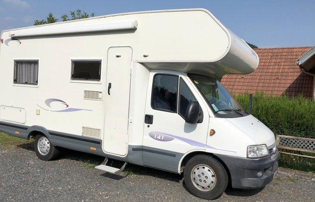 Location camping car capucine saint di des vosges for Fenetre capucine