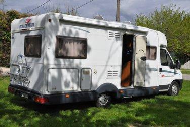 camping car très agréable , bien agencé , auvent , porte vélos ,tapis de sol pour l extérieur ,table et chaises .