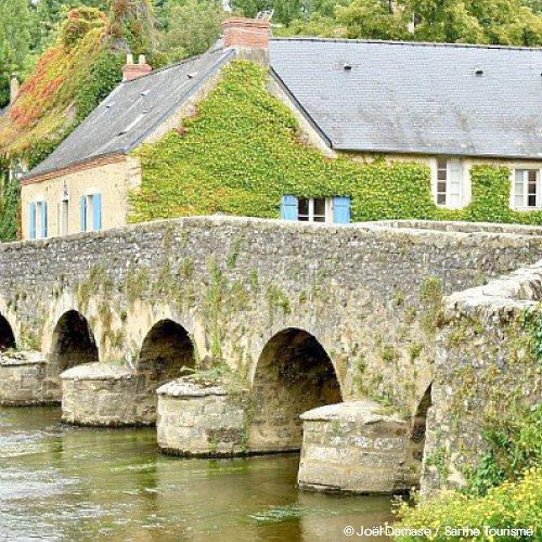 Au fil de la Vallée de la Sarthe - Location de camping-cars