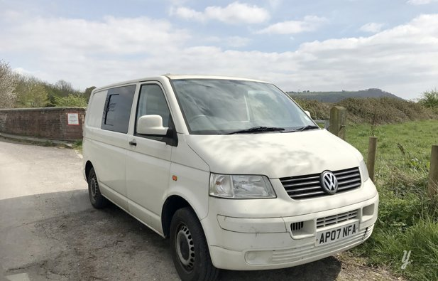 Campervan Volkswagen T5 Conversion rental