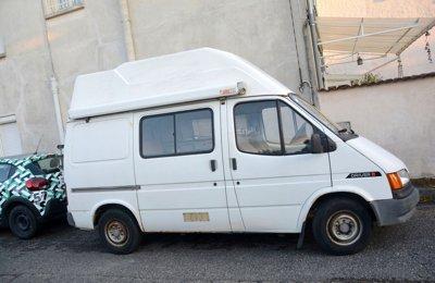 Fourgon aménagé Ford Transit en location à Chaponost