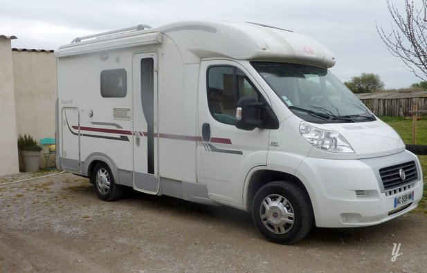 location camping car profil le cailar fiat ducato 2010 yescapa. Black Bedroom Furniture Sets. Home Design Ideas