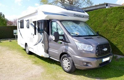 RV Low profile Chausson Flash 718 Xlb For rent in Angoulême