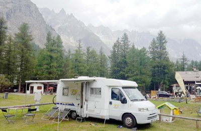 location de camping cars et vans is re yescapa. Black Bedroom Furniture Sets. Home Design Ideas