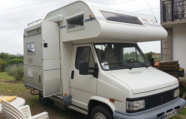 location camping car capucine albias peugeot j5 pilote 1992 yescapa. Black Bedroom Furniture Sets. Home Design Ideas