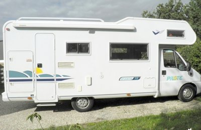RV Coachbuilt Pilote A8 For rent in Eysines