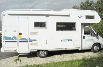 Camping-car Capucine Pilote A8 en location à Eysines