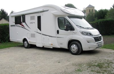 RV Low profile Maclouis Mc4 79G Diamond For rent in Boulazac