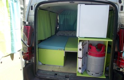 location de camping cars et vans andalousie yescapa. Black Bedroom Furniture Sets. Home Design Ideas