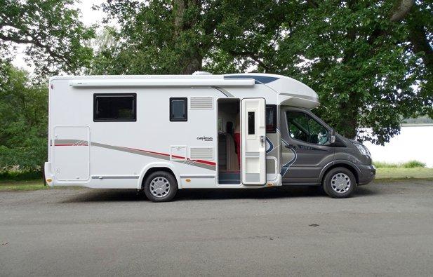 location camping car int gral plerguer challenger genesis 2016 yescapa. Black Bedroom Furniture Sets. Home Design Ideas