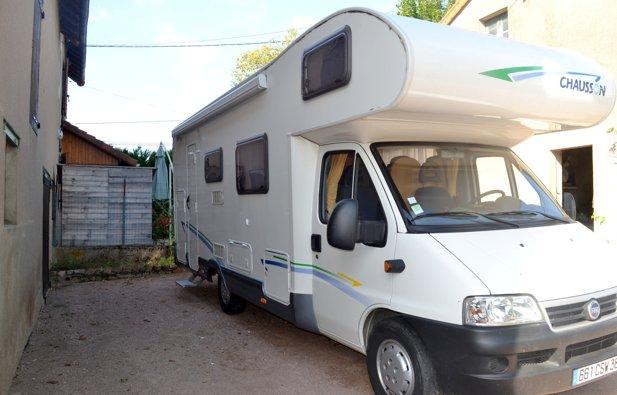 location camping car capucine lapalisse chausson flash. Black Bedroom Furniture Sets. Home Design Ideas