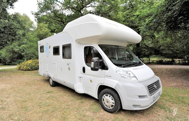 Location camping car capucine langan bavaria a72 bt for Garage fiat saint malo