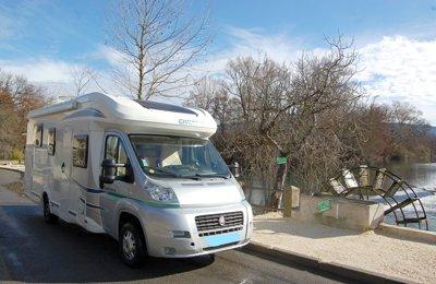 Camping-car Profilé Chausson Flash 49Eb en location à L'isle-Sur-La-Sorgue