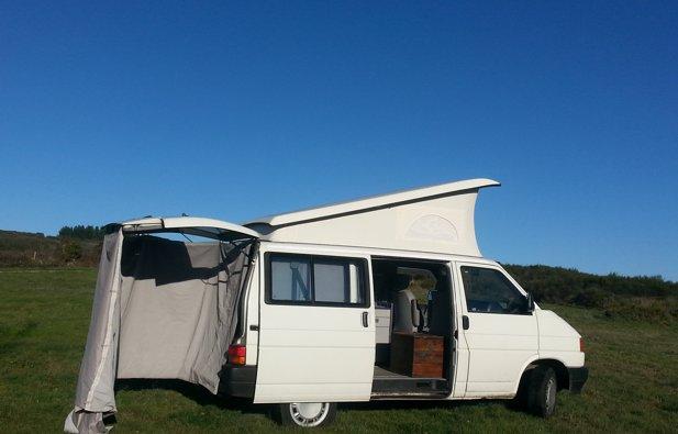 Lloguer de la Furgoneta camper de Volkwagen T4 California (O)