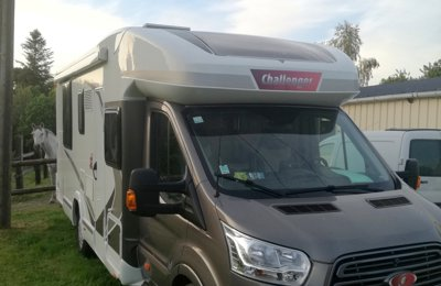 Camping-car Profilé Ford Challenger en location à Questembert