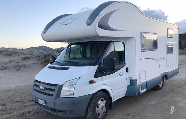Viaggio con il Camper Mansardato Blu Camp Rimor 70