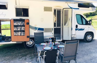 location camping car capucine palaiseau rimor sky 400. Black Bedroom Furniture Sets. Home Design Ideas