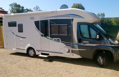 Location de camping cars et vans h rault yescapa - Camping car chausson sweet garage ...