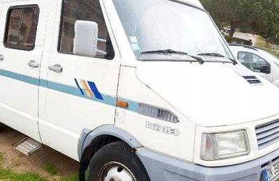 Fourgon aménagé Iveco Unic en location à Ajaccio