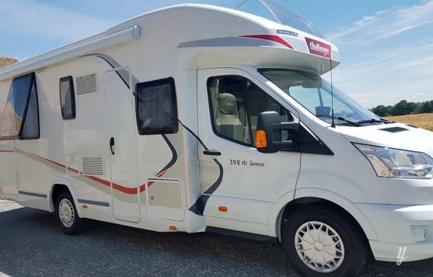 Low profile RV Challenger 398 Eb rental