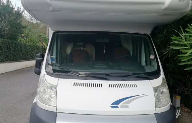 Viaggio con il Camper Mansardato Caravan International Eliot