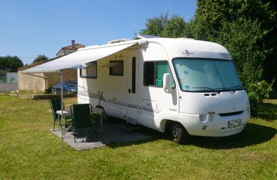location de camping cars et vans charente yescapa. Black Bedroom Furniture Sets. Home Design Ideas