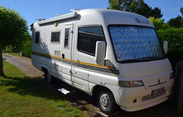 location camping car int gral cubnezais esterel 25 l manhattan 2000 yescapa. Black Bedroom Furniture Sets. Home Design Ideas