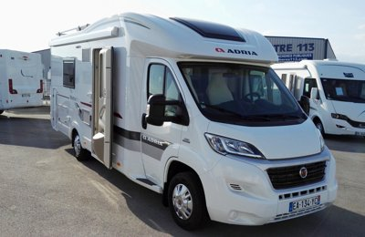 Camping-car Profilé Adria Matrix Plus M 670 Slt en location à Montpellier
