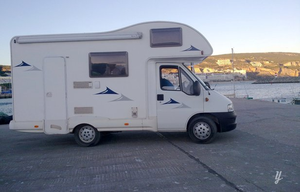 location camping car capucine albergaria a velha fiat ducato 2005 yescapa. Black Bedroom Furniture Sets. Home Design Ideas